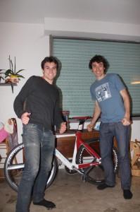 Les pouces en l'air ! Sans le savoir, je suis fier d'avoir aussi un Jean 1083 très Tour de France aussi !